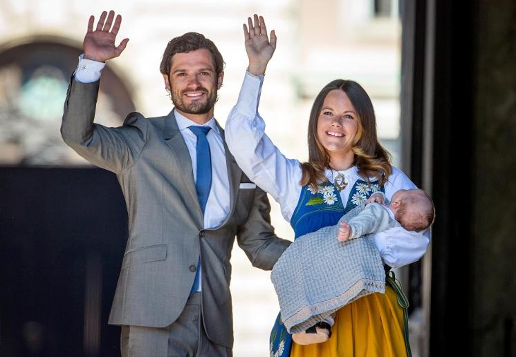 am-19-april-2016-wurde-prinz-alexander-der-erste-sohn-von-prinz-carl-philip-und-prinzessin-sofia-geboren-am-6-juni-hatte-der-mini-royal-beim-schwedi